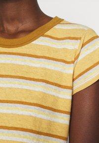 Madewell - PERFECT VINTAGE TEE - Print T-shirt - sahara sand - 4
