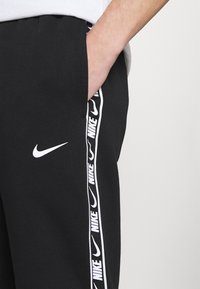 Nike Sportswear - REPEAT - Trainingsbroek - black - 4