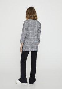 PULL&BEAR - Krátký kabát - grey - 2