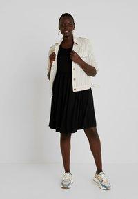 Simply Be - ANGLE SLEEVE SMOCK DRESS - Denní šaty - black - 2