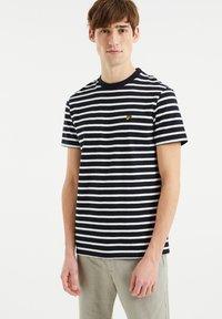 WE Fashion - MET STREEPDESSIN - Print T-shirt - dark blue - 0