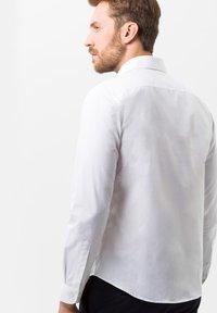 BRAX - STYLE HAROLD - Camicia elegante - white - 2