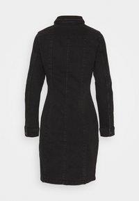 Vero Moda - VMAVIIS STITCH DRESS - Denimové šaty - black - 1