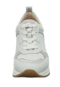 Gerry Weber - AFFI - Sneakers laag - weiss-silber - 3