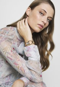 Salvatore Ferragamo - DOUBLE GANCINI WOMEN BRACELET - Watch - gold-coloured - 0