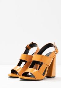 co wren - Korolliset sandaalit - mustard - 4