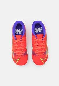 Nike Performance - JR MERCURIAL VAPOR 14 ACADEMY TF UNISEX - Astro turf trainers - bright crimson/metallic silver - 3