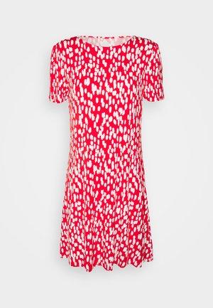 PRINT SWING DRESS - Žerzejové šaty - red