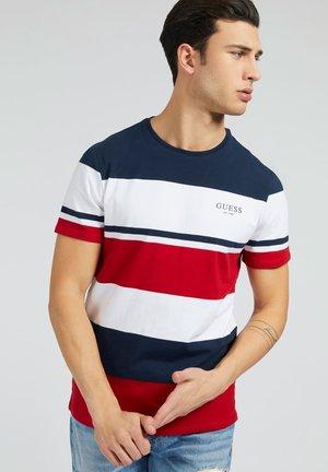 VORN STREIFENMUSTER - T-shirt con stampa - rot/merf.