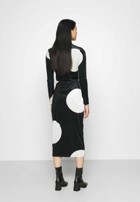 Who What Wear - HIGH WAISTED PENCIL SKIRT - Pencil skirt - black/white - 2