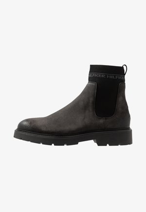 CLEATED CHELSEA BOOT - Classic ankle boots - grey