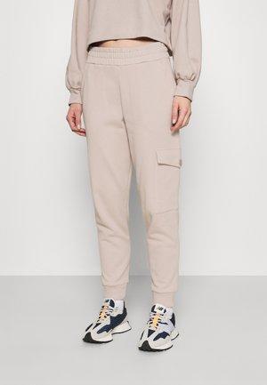 BEDA - Cargo trousers - mushroom