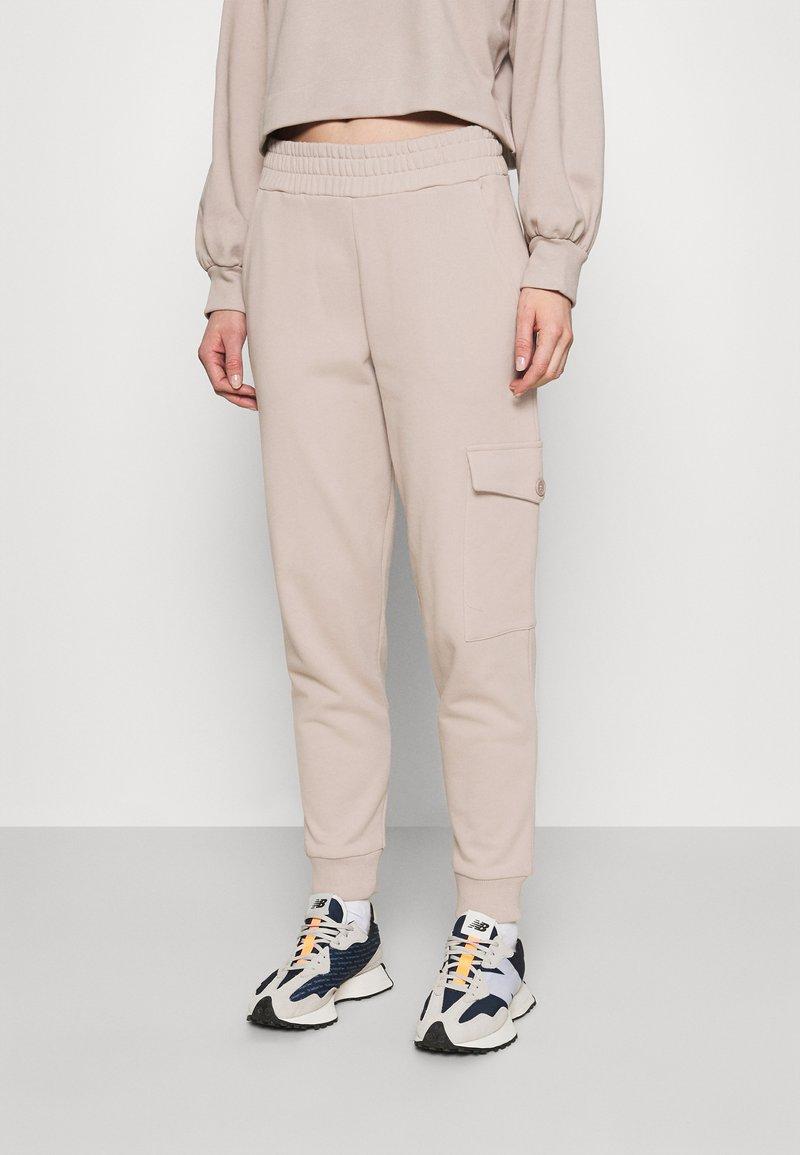 ALIGNE - BEDA - Cargo trousers - mushroom