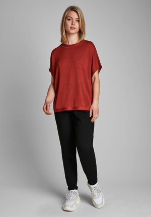 NUDARLENE  - Basic T-shirt - barn red