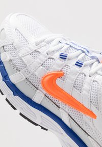 Nike Sportswear - P-6000 - Sneakers basse - white/hyper crimson/racer blue/black/pure platinum - 5