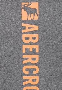 Abercrombie & Fitch - FLEX ITEM  - Print T-shirt - grey - 2