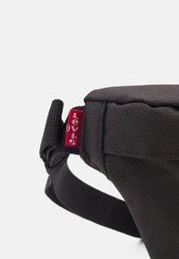 Levi's® - SMALL BANANA SLING MODERN VINTAGE LOGO UNISEX - Bum bag - regular black - 3