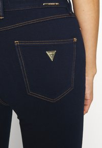 Guess - EXPOSED BUTTON - Jeans Skinny Fit - dark-blue denim - 5