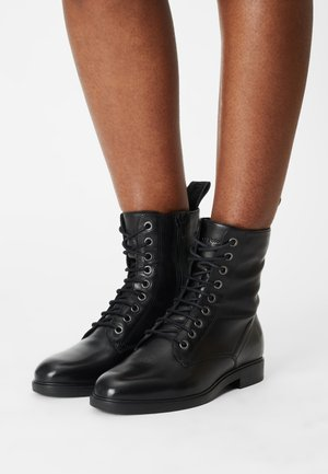 POLO 4A - Botines con cordones - black