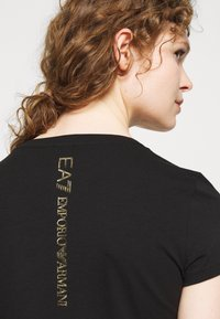 EA7 Emporio Armani - Print T-shirt - black - 4
