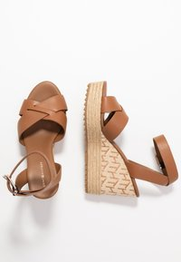 Tommy Hilfiger - TH RAFFIA HIGH WEDGE SANDAL - Sandalias de tacón - summer cognac - 3