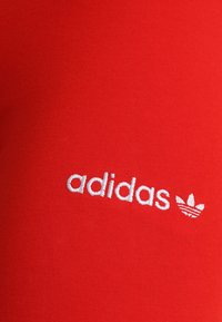 adidas Originals - COEEZE TIGHT - Legíny - active red