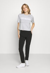 Salomon - WAYFARER TAPERED PANT - Outdoor trousers - black - 1