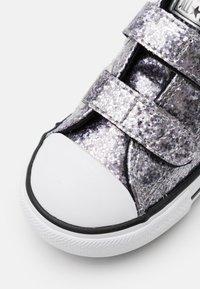 Converse - CHUCK TAYLOR ALL STAR GLITTER - Tenisky - black/bright coral/white - 5
