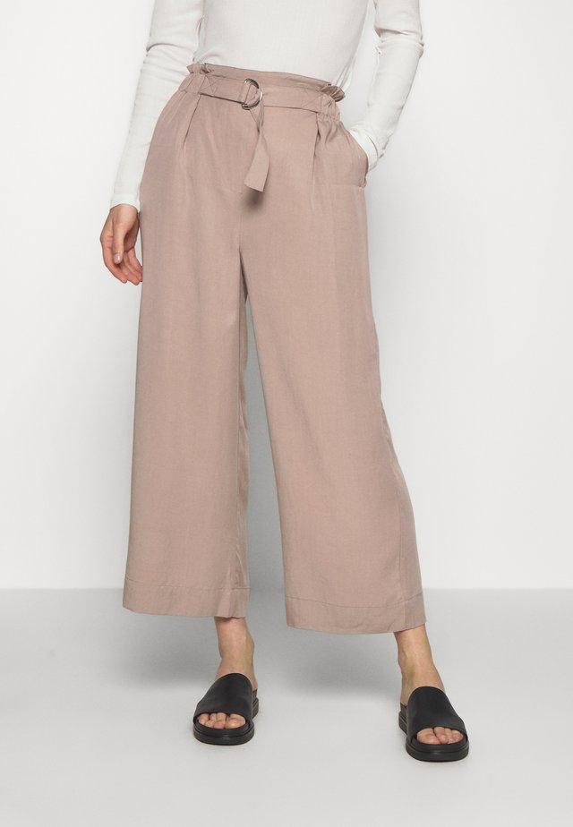 TROUSERS DAYA - Spodnie materiałowe - beige