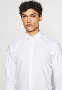 HUGO - KOEY - Formal shirt - open white - 6