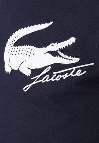 Lacoste Sport - LOGO - T-shirt print - navy blue/white - 6
