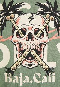 Jack & Jones - JORSUMMERSKULL TEE CREW NECK - Print T-shirt - sea spray - 2