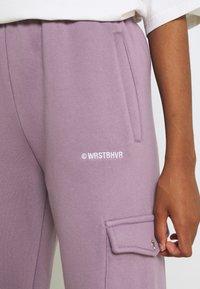 WRSTBHVR - GATY PANTS STONE LILAC WOMEN - Cargo trousers - stone lilac - 3
