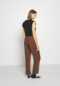Monki - SAMI TROUSERS - Pantalones - brown - 2