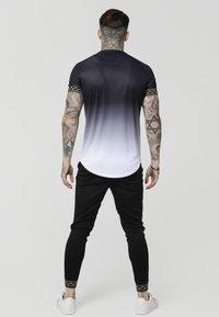 SIKSILK - FADE TECH TEE - Print T-shirt - black/white - 2