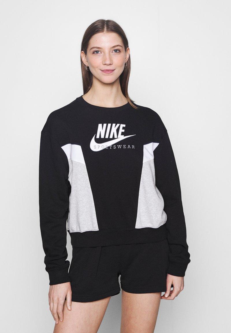 Nike Sportswear - HERITAGE CREW  - Felpa - black/grey heather/white