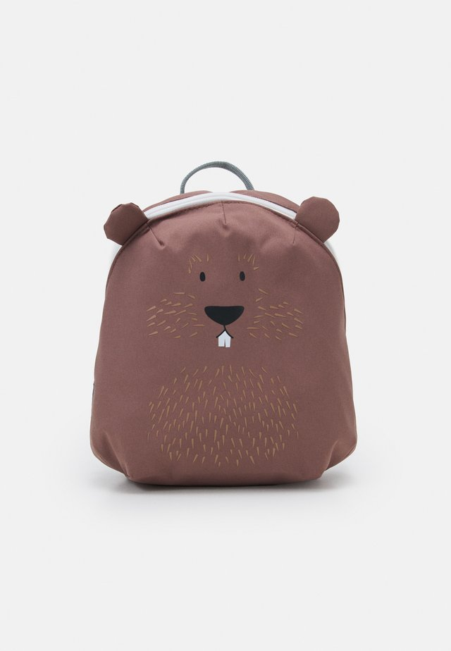 TINY BACKPACK ABOUT FRIENDS BEAVER UNISEX - Batoh - brown