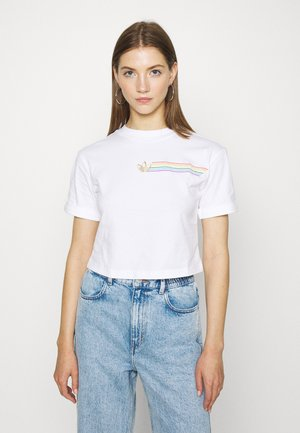 PRIDE SHORT SLEEVE GRAPHIC TEE - Printtipaita - white
