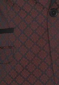 Shelby & Sons - BELLEVUE SUIT SET - Completo - burgundy - 6