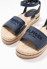 Tommy Hilfiger - TROPICAL FADE OPENED - Alpargatas - sport navy - 7