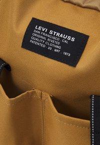 Levi's® - NAUTICAL BACKPACK UNISEX - Batoh - regular khaki - 3