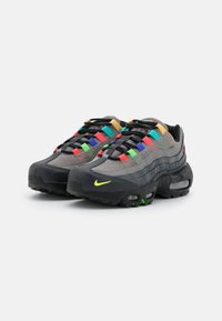Nike Sportswear - AIR MAX 95 - Trainers - light charcoal/university red/black - 2