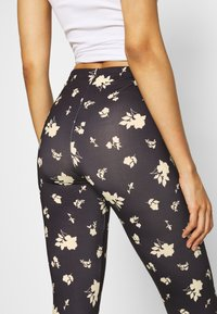 ONLY - ONLARIA LONG - Leggings - Trousers - black - 5