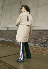 adidas Performance - MYSHELTER 4IN1 PARKA - Parkatakki - savannah - 5