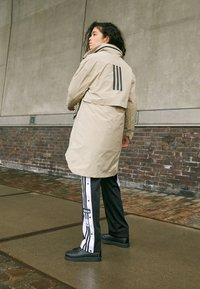 adidas Performance - MYSHELTER 4IN1 PARKA - Parkaer - savannah - 5