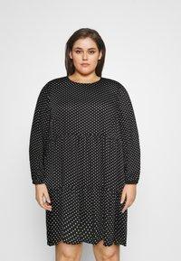 Vero Moda Curve - VMFIE SHORT DRESS - Denní šaty - black/birch dot - 0