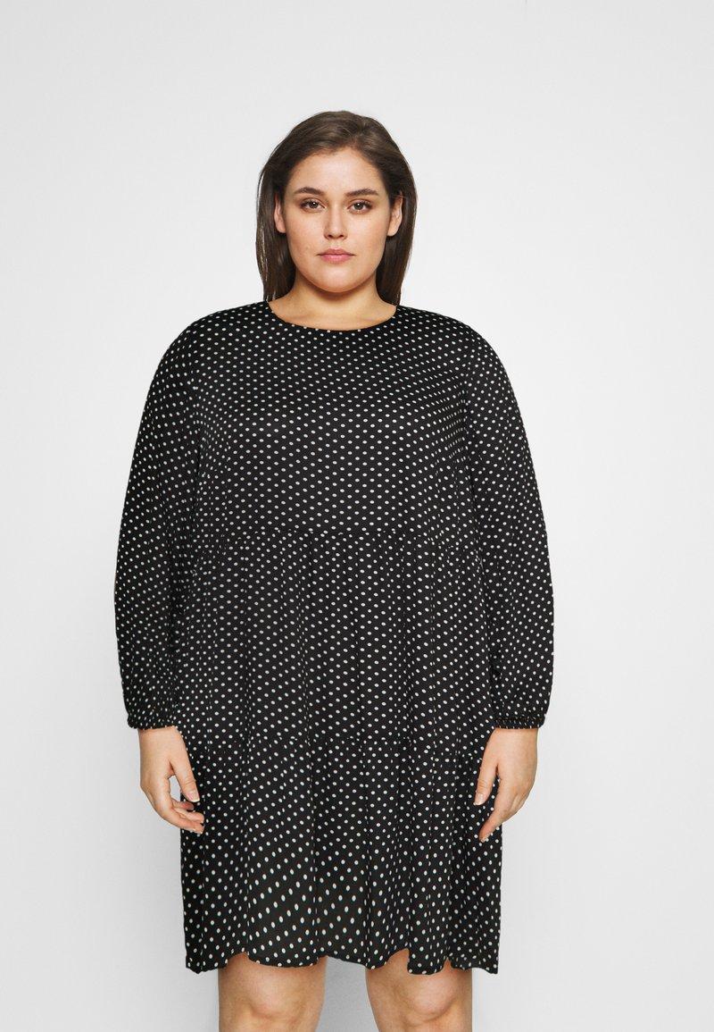 Vero Moda Curve - VMFIE SHORT DRESS - Denní šaty - black/birch dot