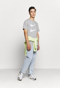 Nike Sportswear - TEE - Camiseta estampada - grey - 1