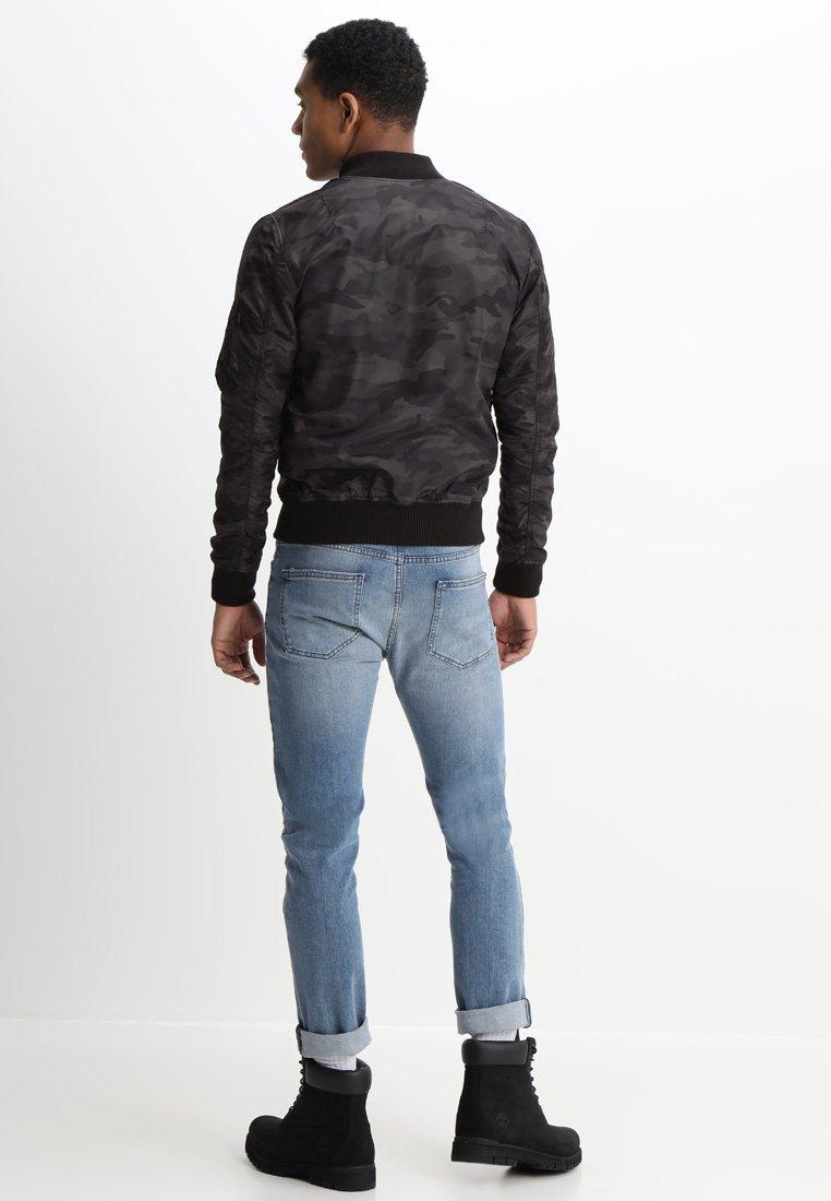 100% Alkuperäinen Miesten vaatteet Sarja dfKJIUp97454sfGHYHD Alpha Industries MA1 TT Bombertakki black camo