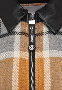 Desigual - PONCHO CHECKS - Kapper - brown - 3